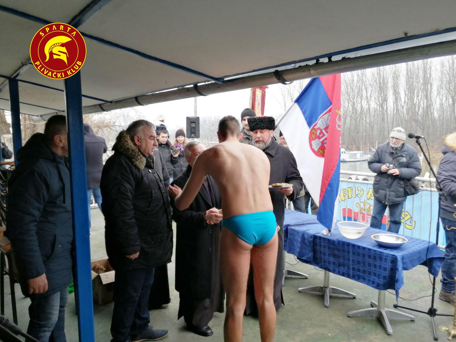 Miloš Mihajlović nakon plivanja za časni krst