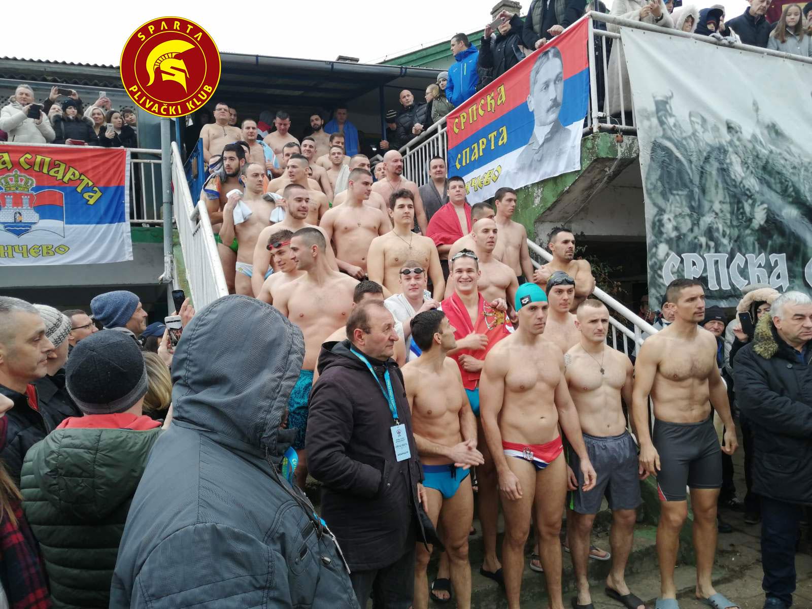 Učesnici u plivanju za časni krst održanom na Bogojavljenje 19.01.2020. u Pančevu